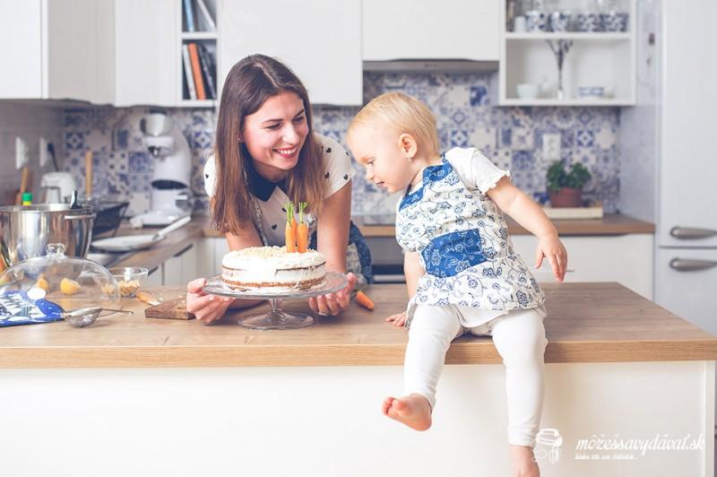 Mama a dcéra v kuchyni
