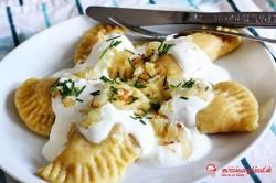 Bryndzové pirohy zo zemiakového cesta