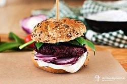 Cviklový burger s bryndzovým dipom