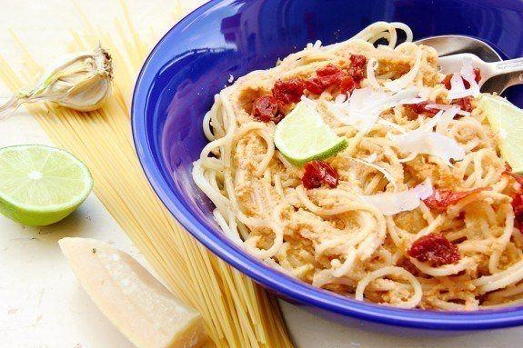 Avokádové pesto so sušenými paradajkami