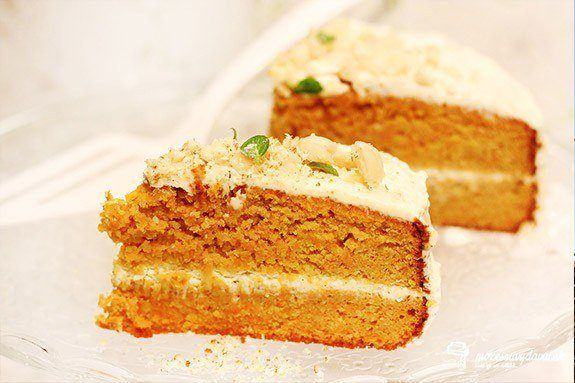 Mandľová mrkvová torta s mascarpone krémom