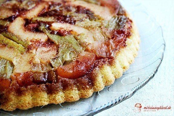 Obrátený rebarborovo-jablkový koláč