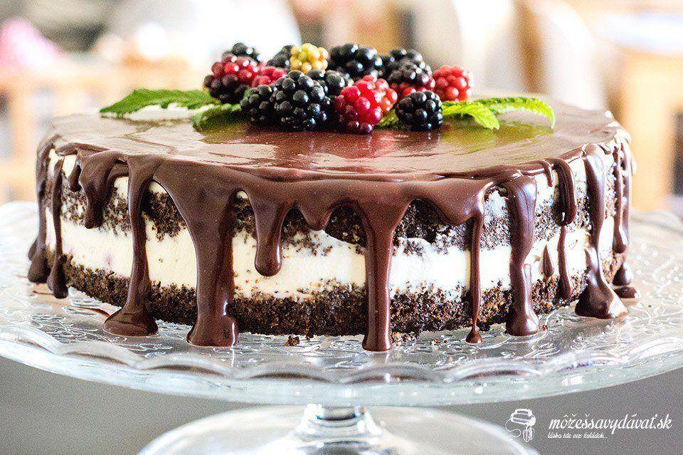 Makovo-lieskovcová torta s černicami