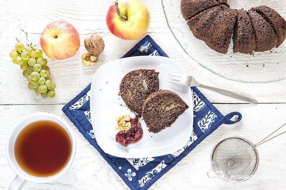 Bezlepková makovo-orechová bábovka s jablkami