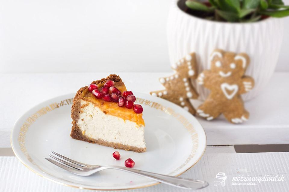Perníkový cheesecake s medovníkovým korpusom