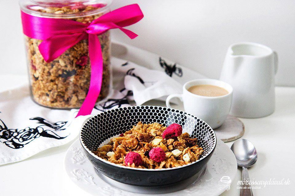 Kokosová granola s malinami