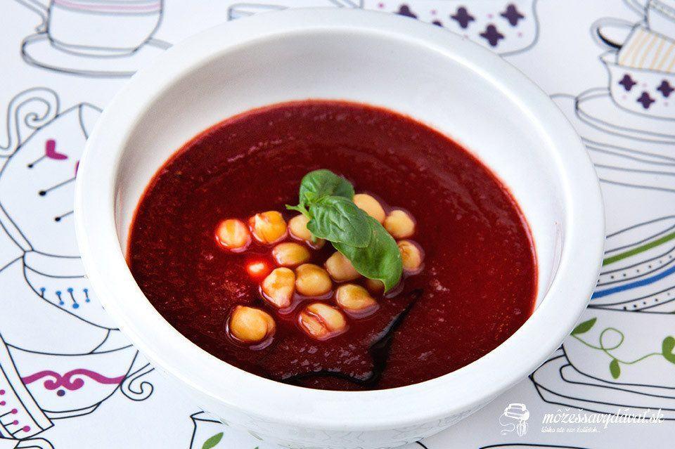 Cviklovo-paradajková polievka