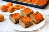 Cuketovo-makový koláč s marhuľami