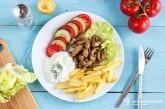 Teľací gyros s tzatziki a hranolčekmi